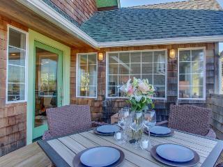 Pet-friendly peek-a-boo oceanview home w/lovely deck! - Gearhart vacation rentals