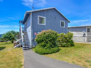Beautiful home w/ ocean views, room for 11, huge patio! - Lincoln City vacation rentals