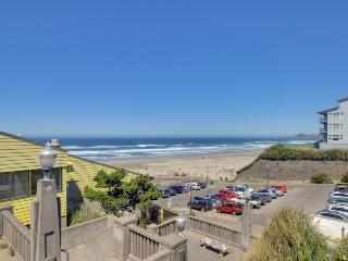 Enjoy Nye Beach arts, shopping, dining & the beach w/ dogs! - Newport vacation rentals
