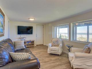 Historic Nye Beach home w/beach access & hot tub, pets ok! - Newport vacation rentals