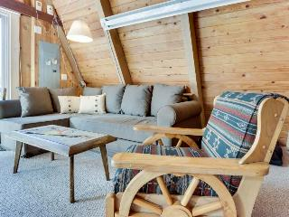 Dog-friendly cabin with room for eight, close ski access! - Government Camp vacation rentals