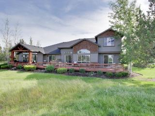 Amazing resort home w/golf course views & expansive deck + shared pool, hot tub - Redmond vacation rentals