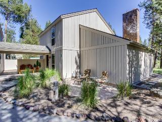 Rustic lodge w/ a private hot tub and private sauna! - Sunriver vacation rentals