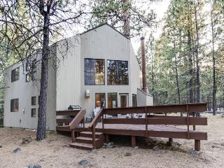 Wonderful lodge in the woods w/ WiFi, shared pool & hot tub - Black Butte Ranch vacation rentals