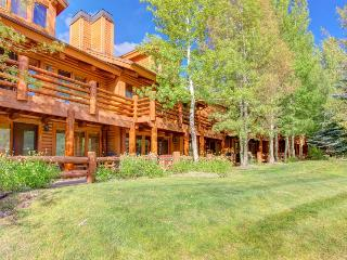 Walk/bus to slopes from classic mountain condo w/hot tub! - Park City vacation rentals