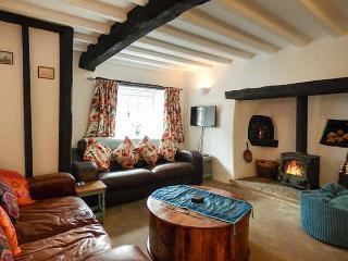 HOOPERS COTTAGE, terraced, pet-friendly, WiFi, multi-fuel stove, garden, in Copplestone, Ref 923454 - Crediton vacation rentals