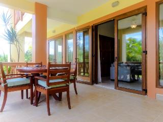 Lovely villa with access to pool, beach, and room for 6! - Placencia vacation rentals