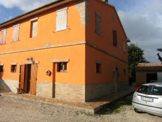Nice Farmhouse Barn with Outdoor Dining Area and Television - Agugliano vacation rentals