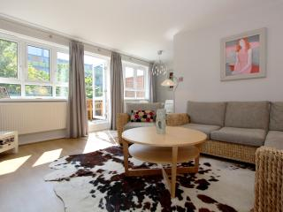 Spacious Split-Level Apt - Special Autumn Offer! - London vacation rentals