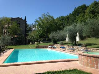 Cozy 3 bedroom Farmhouse Barn in Monte Castello di Vibio - Monte Castello di Vibio vacation rentals