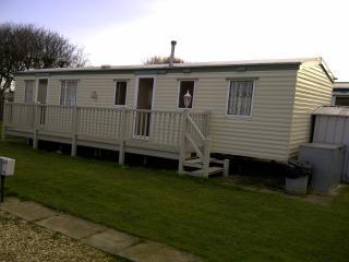 8 BERTH CARAVAN GOLDEN PALM CHAPEL ST LEONARDS .25 - Skegness vacation rentals