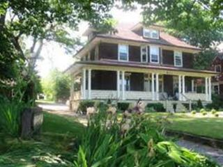 LION`S HEAD B&B Queen Room - Niagara Falls vacation rentals