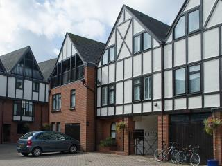2 bedroom House with Satellite Or Cable TV in Stratford-upon-Avon - Stratford-upon-Avon vacation rentals