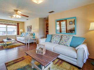 Cottage w/ enclosed yard, deck & private beach access - Snowbirds welcome! - Panama City Beach vacation rentals