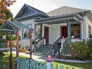 Victorian Paradise in Downtown Campbell - Campbell vacation rentals