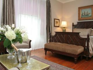 HISTORIC LYONS HOUSE B&B  ( Sir John's Suite ) - Niagara-on-the-Lake vacation rentals