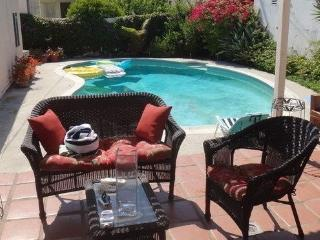 Beverly Hills 2 bedroom & 1 bathroom Pool House - Beverly Hills vacation rentals