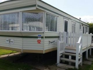 Nice Caravan/mobile home with Television and DVD Player - Skipsea vacation rentals