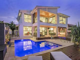 Nice House with Deck and Internet Access - Broadbeach vacation rentals