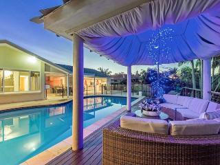 5 bedroom House with Deck in Mermaid Waters - Mermaid Waters vacation rentals