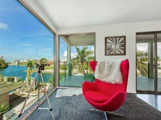 Gorgeous 4 bedroom Broadbeach House with Deck - Broadbeach vacation rentals