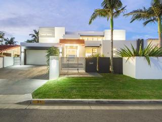 5 bedroom House with Deck in Broadbeach - Broadbeach vacation rentals