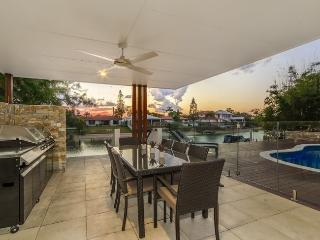 Lovely 5 bedroom House in Broadbeach - Broadbeach vacation rentals