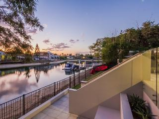 THE SANDS - Heated Pool / Jacuzzu - Broadbeach vacation rentals