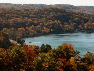 WINE TASTING SPECIAL , Enjoy the FALL COLORS - Lake Ozark vacation rentals