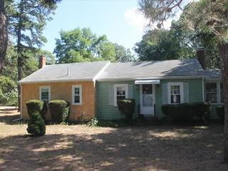 Lovely 3 bedroom Cottage in Eastham with Deck - Eastham vacation rentals