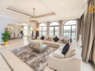 Palm Jumeirah Villa 4 Bedroom D17 - Dubai vacation rentals