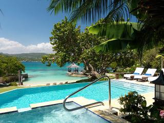 Amanoka on Discovery Bay, Sleeps 6 - Discovery Bay vacation rentals