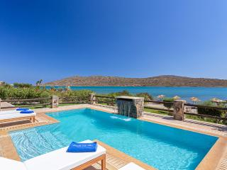 Comfortable 4 bedroom Villa in Agios Nikolaos with A/C - Agios Nikolaos vacation rentals