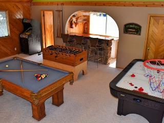 Crystal Lake Inn: Pool Table! Foosball! Air Hockey - City of Big Bear Lake vacation rentals