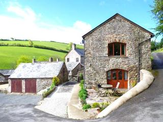 VIRVALE BARN, barn conversion in rural location, en-suite, WiFi, woodburner, pet-friendly, near Combe Martin, Ref 903601 - Kentisbury vacation rentals