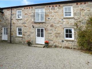 THE MILLING FARM, barn conversion, open fire, balcony, parking, garden, in Hayle, Ref 926926 - Hayle vacation rentals