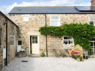 THE BYRE, 200 year old cottage, parking, patio with furniture, in Ashover, Ref 927898 - Ashover vacation rentals