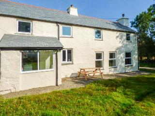 BLACKADON FARM COTTAGE, pet-friendly cottage with woodburner, parking, garden, great views, near Bodmin, Ref. 927491 - Bodmin vacation rentals