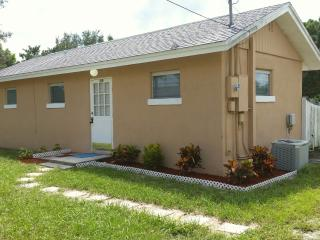 Cottage on walking Distance To Casey Key Beach - Nokomis vacation rentals