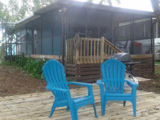 Charming House in Weeki Wachee with Internet Access, sleeps 7 - Weeki Wachee vacation rentals