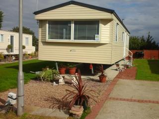 6 Berth Caravan In St Osyth Essex - St Osyth vacation rentals