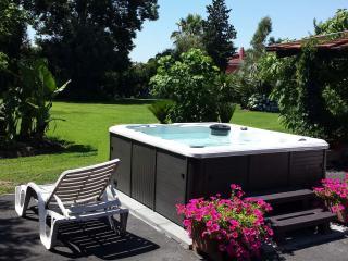 VILLA ANNA un giardino incantevole...... in città - Varcaturo vacation rentals