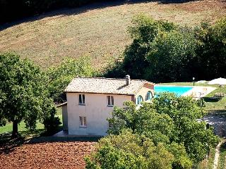 Detached house with private pool 1,5 from village - Melezzole vacation rentals