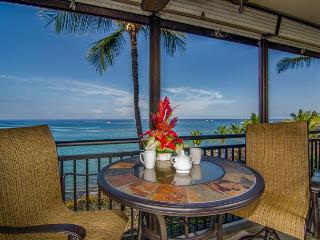 Beautifully remodeled 1 bedroom oceanfront condo with amazing views, in town - Hawaii vacation rentals
