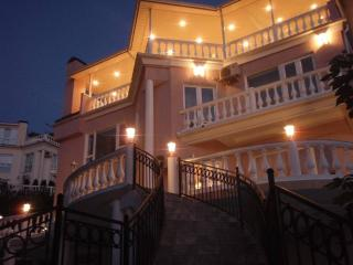 Bright 5 bedroom Sochi Villa with Deck - Sochi vacation rentals