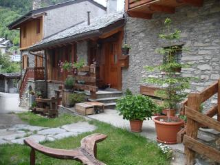 Cozy 2 bedroom Townhouse in Introd - Introd vacation rentals