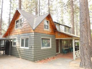 V52-Across the street from the lake! Close to public beaches, bike trails, walk to restaurants - South Lake Tahoe vacation rentals