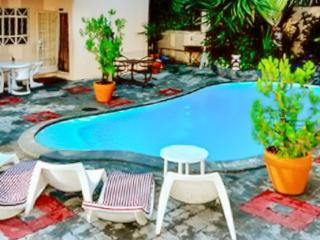Bright Condo with A/C and Shared Outdoor Pool - Pereybere vacation rentals