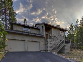 Private hot tub and water-park access! - Sunriver vacation rentals