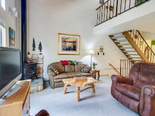 Charming condo with shared pool, hot tub, tennis, entertainment & more! - Carnelian Bay vacation rentals